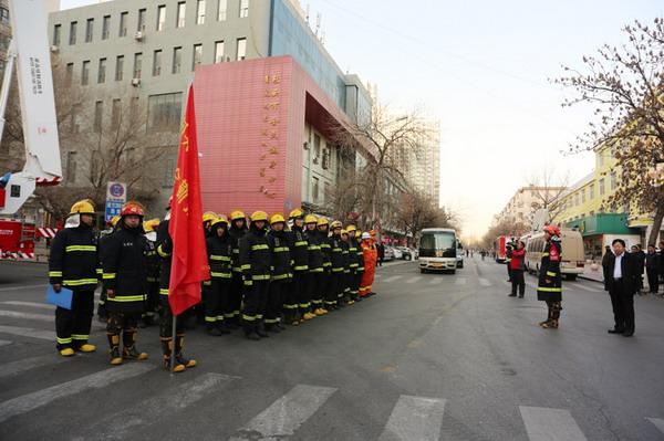 郝光东副市长出席观摩大型商业综合体灭火救援实战化演练